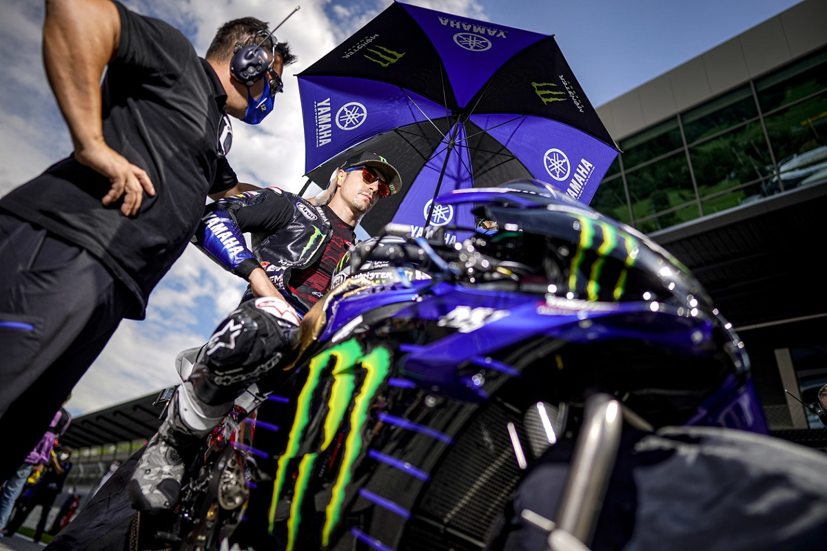 Vinales Didn T Have Time To Think Before Bailing From Brake Less Yamaha Motorsport Week