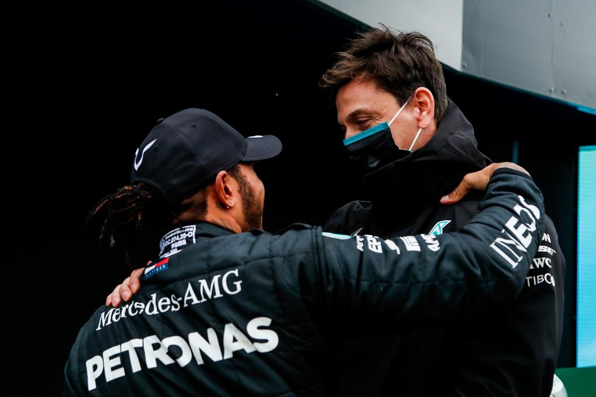 Wolff Curveballs behind Hamilton's delayed contract